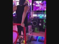 Dans Makinesinde Kusursuz Performans Sergileyen Genç