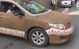 Arabasını Tezekle Kaplayan Kadın