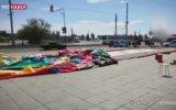 Rusya'da Havalanıp Yola Düşen Şişme Oyun Parkı