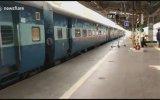 Tren Durmadan İnmeye Çalışan Kadının Öleyazması