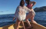 Tekneden Denize Düşen Bikinili Kız