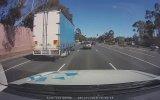 Kamyonu İğne Deliğinden Geçiren Şoför