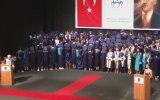 Mezuniyet Töreninde Dekana Sırtını Dönen Üniversite Öğrencileri