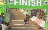 Perti Çıkan Arkadaşını Kaldırıp Finish'e Götüren Fedakar Atlet