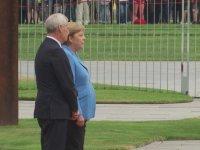 Angela Merkel ile Titriyorum Vol.3