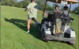 Arkadaşa Golf Arabasıyla Eşek Şakası Yapmak
