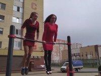 Bodyci Kızların Sokakta Şov Yapması