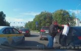 Trafikte Güzelce Kavga Eden İkili