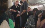 Uçaktaki Kıskançlık Kavgasında Kafaya Laptop Yemek