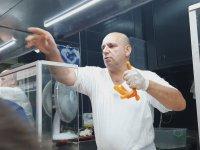 Müşterinin Telefonunu Fırlatan Çiğ Köfteci Ali Usta