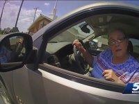 Trafik Cezasını İmzalamayan Asabi Teyzeye Zor Kullanan Polis