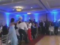Düğünde Geline Eddy Gordo Hareketi Çeken Damat