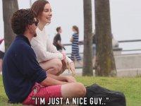 İnsanların Kucağına Oturmak İsteyen Kadın