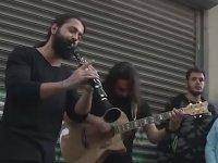 Koray Avcı'nın Yıllar Sonra Sokak Müzisyenliği Yapması