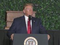Trump'ın Saçında Kaybolan Sinek