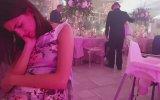 Düğünde Uykuya Dalan Kadın