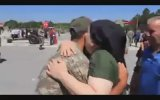 Öksüz Askeri Bağrına Basan Kadın