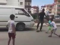 Onazi'nin Sokakta Çocuklarla Futbol Oynaması