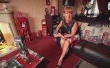 Telefon Kulübesi Takıntısı Olan Kadın