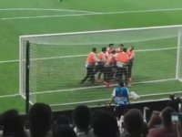 Youtuber Deli Mi Ne? Süper Kupa Finalinde Sahaya Girdi - Liverpool - Chelsea