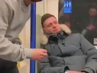 Metroda Uyuyakalınca Makara Olan Adam