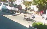 Aynı Yayaya İki Kez Çarpan Motosikletli Kadın