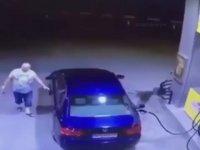 Benzin İstasyonunun Anasını Ağlatan Dalgın Sürücü