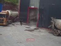 Tonlarca Çimentonun Altında Kalan İşçi