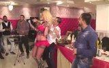 Bulgar Düğününü Coşturan Sarışın Dansçı
