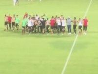 Yönetimi ve Siyasetçileri Takıma Destek Vermedikleri İçin Protesto Eden Futbolcular