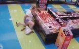 Markette Sıyırıp Fışkırtmalı Sıçan Kadın 18