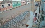 Suikast Anında Hayat Kurtaran Elektrik Direği