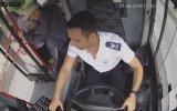 Yolda Rahatsızlanan Kadının Yardımına Yetişen Otobüs Şoförü