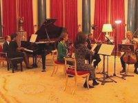 Condoleezza Rice, Kraliçe  Elizabeth Iı Huzurunda Piyano Çalıyor