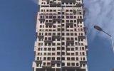 İstanbul Depreminde Beşik Gibi Sallanan Bina