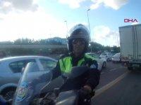 Trafikte Ters Yönde Giden Gelin Arabası