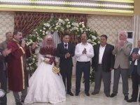 Düğünlerine 100 Yetim Çocuk Davet Eden Çift
