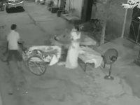 Ailesiyle Uyuyan Çocuğu Kaçırmaya Çalışan Adam