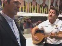 Fenerbahçe'nin Malzemecisinin Ali Koç'a Türkü Söylemesi