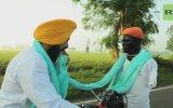 Motosiklet Kullanırken Pagdi Saran Hintli