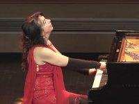 Problemli Piyanoya Rağmen Hoş Vakit Geçirten Piyanist