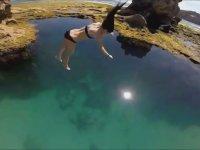 Yerçekimi Etikisiyle Suya Düşen Kız
