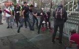 Hong Kong'da Boya Sıkılan Camiyi Temizleyen Protestocular