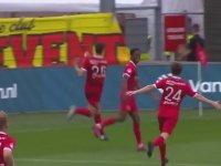 Kendisine Atılan Birayı Havada Yakalayan Futbolcu