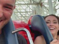 Roller Coaster'da Ecel Terleri Döken Kadın