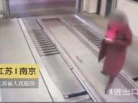 Otopark Asansöründe Korku Filmine Başrol Olan Kadın