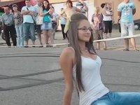 Kızın Bacak Arasında Biten Motosiklet Gösterisi
