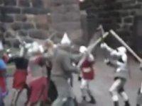 Ortaçağ Festivalindeki Dövüşte Gaza Gelmek