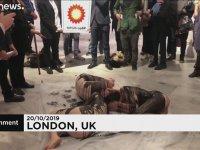 Çevrecilerden Yarı Çıplak Bp Protestosu