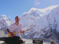 Everest'te Saz Çalıp Türkü Söyleyen Türk Gezgin